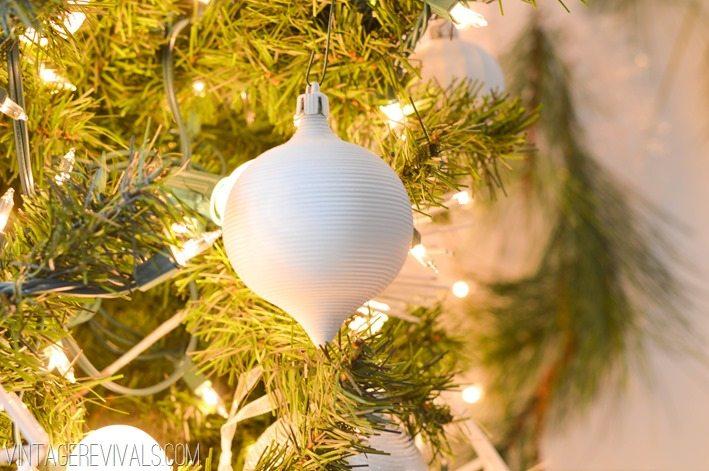 DIY White Christmas Decorations vintagerevivals.com