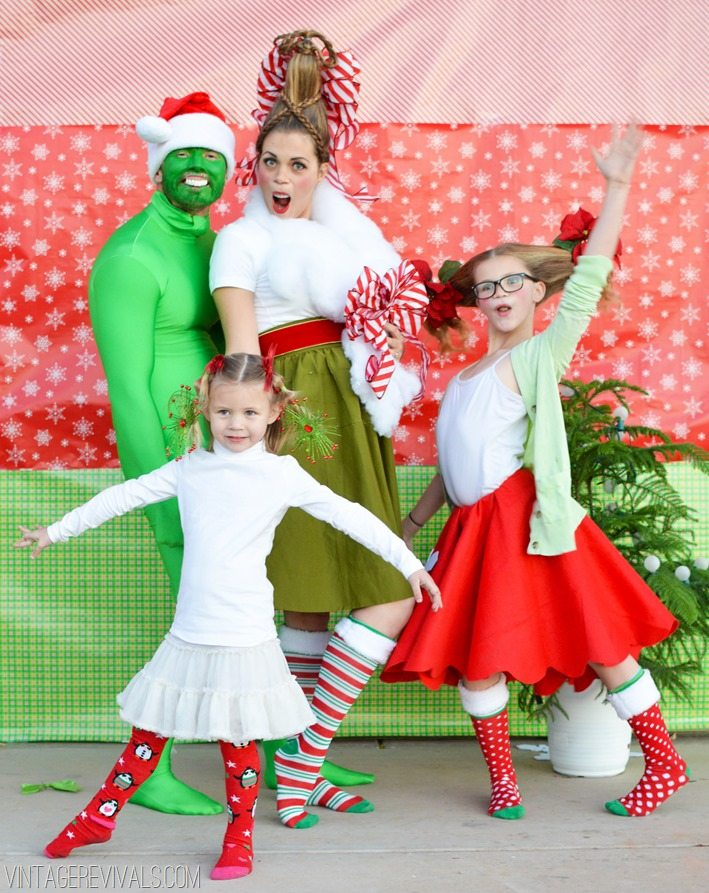 Grinch Family Christmas Photo vintagrevivals.com