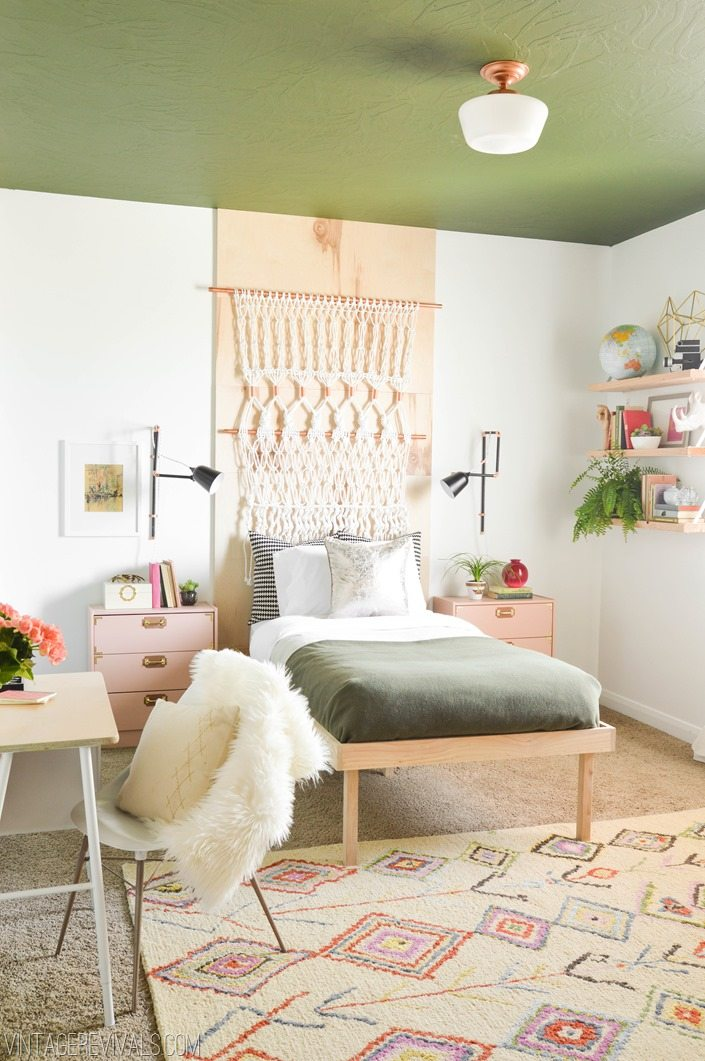 DIY Makeover Ideas for Teenage Girl's Bedroom vintagerevivals.com