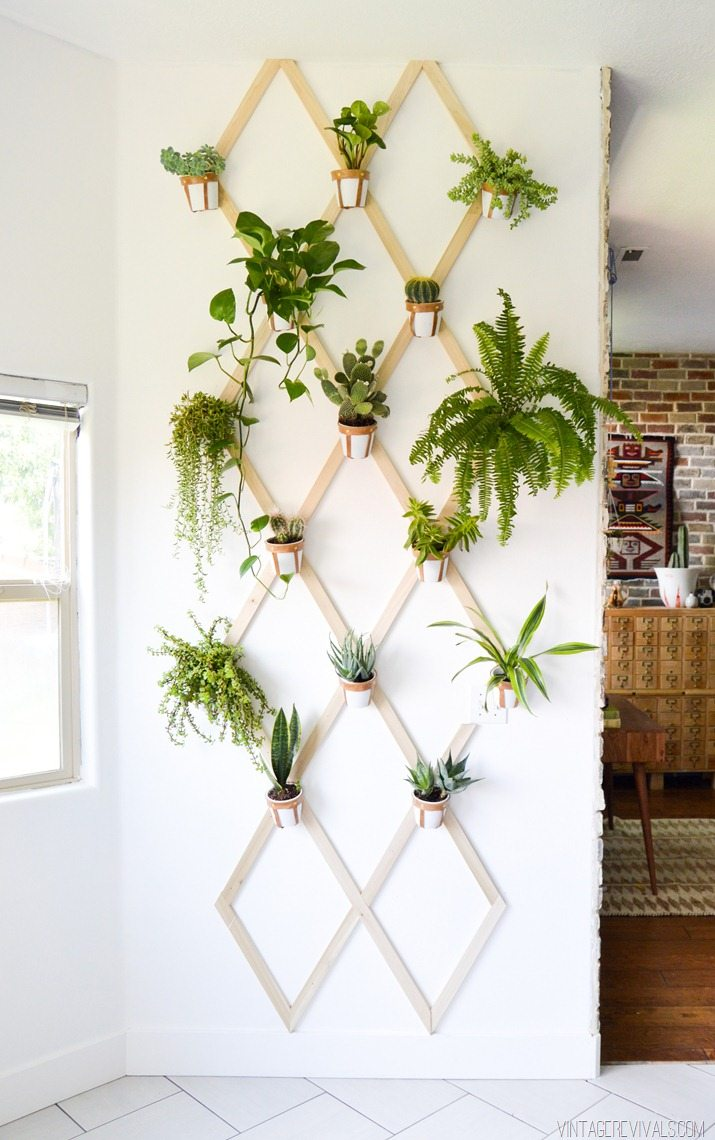 Diy wood and leather trellis plant wall vintage revivals for Decoration mur interieur