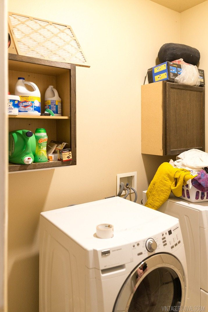Laundry Room Before (1)