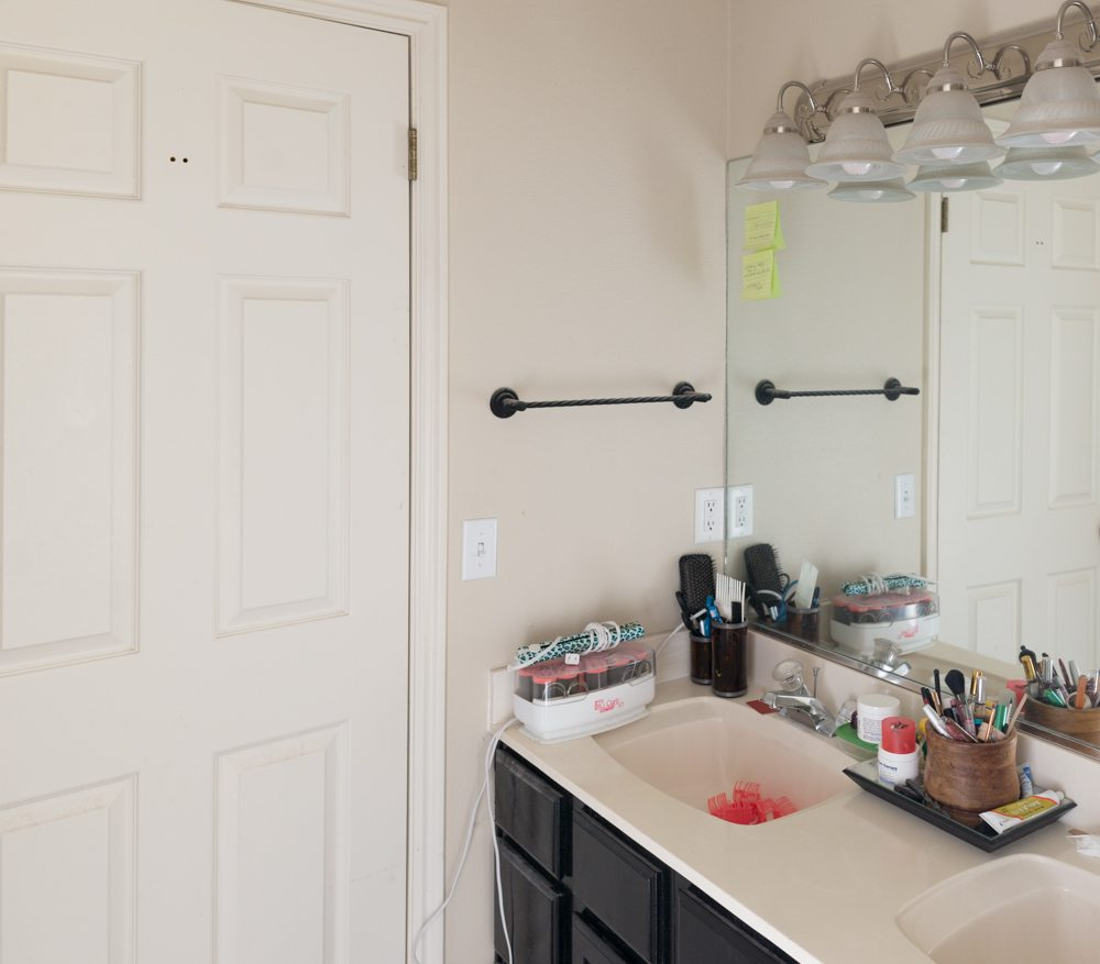 939-bathroom-makeover-before